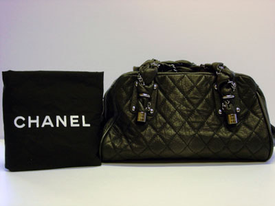 CHANEL Quilted Black Handbag A89574